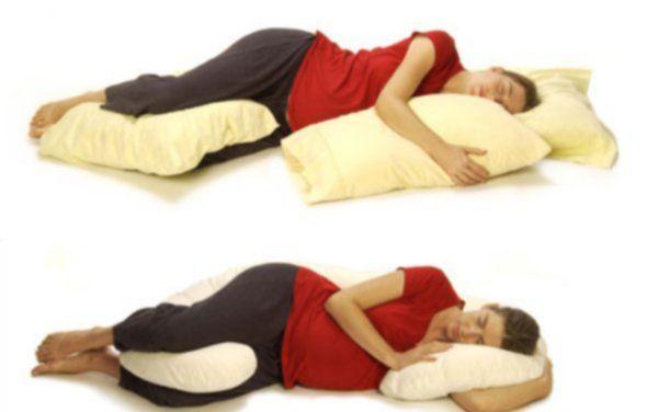 подложите подушки