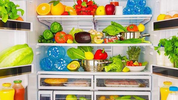 внутри холодильника